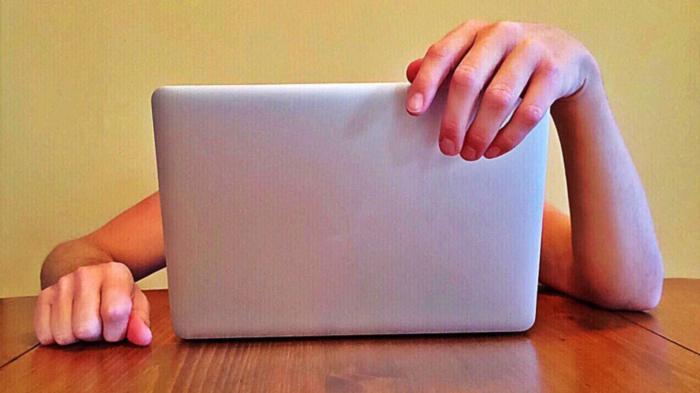 Cara Membersihkan Laptop dari Kuman yang Tak Terlihat, Lebih Kotor Berkali Lipat dari Toilet