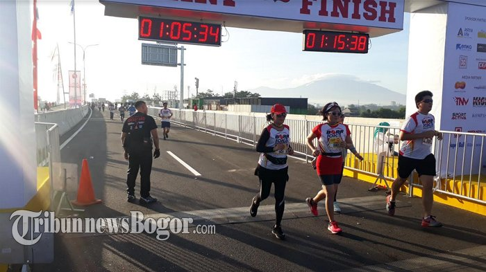 Lomba Lari di Jalan Tol BORR, Peserta Disuguhi Pemandangan Gunung Salak