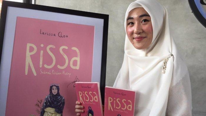 Larissa Chou saat ditemui dalam perilisan buku perdananya Rissa 'Sebuah Piluhan Hidup' di RBoJ Coffe, Pejaten, Jakarta Selatan, Jumat (12/7/2019).