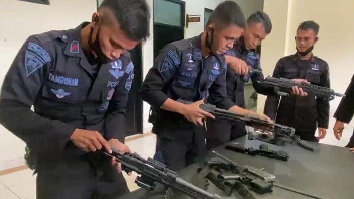 Intip Keseruan Latihan Senjata Brimob, Bongkar Pasang Senapan Serbu Sig Sauer MCX