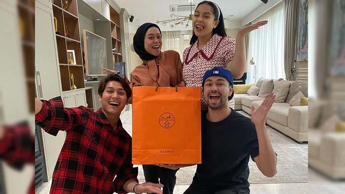 Raffi Ahmad Girang Dikasih Kado Mewah oleh Lesty & Rizky Billar, Nagita Malah Curiga : Ini Sindiran?