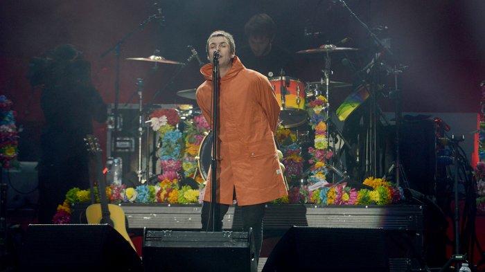 Liam Gallagher Larang Penontonnya Lempar Ikan ke Panggung