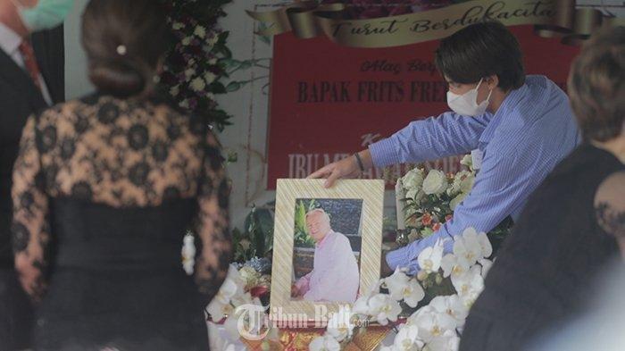 Lihat Jenazah Menantu Soekarno Dikremasi, Dewi Soekarno Tegar Terima Ucapan Duka dari Para Pejabat