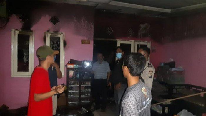 Lokasi rumah yang terbakar di perumahan Citra Sentosa Mandiri (CSM) di Desa Jambangan, Candi, Sidoarjo. Pelaku pembakar rumah ini diduga seorang siswa SMP.