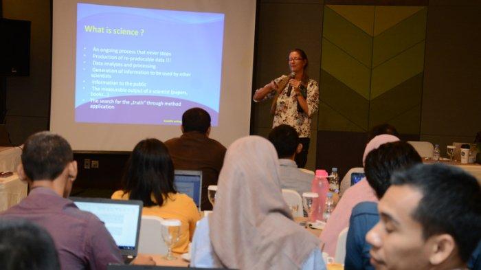 Biar Tembus Jurnal Internasional, Dosen dan Mahasiswa S2 IPB Diajari Cara Membuat Artikel Ilmiah