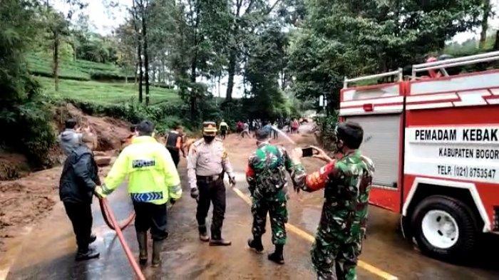 Antisipasi Longsor Susulan Kembali Tutup Jalur Puncak Bogor, BPBD Benahi Saluran Air di Riung Gunung