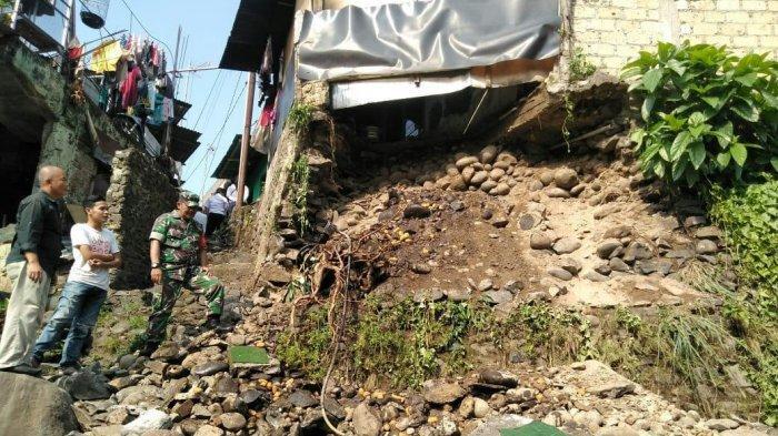Satu Rumah di Pulo Geulis Bogor Rusak Akibat Longsor, Pemiliknya Terluka