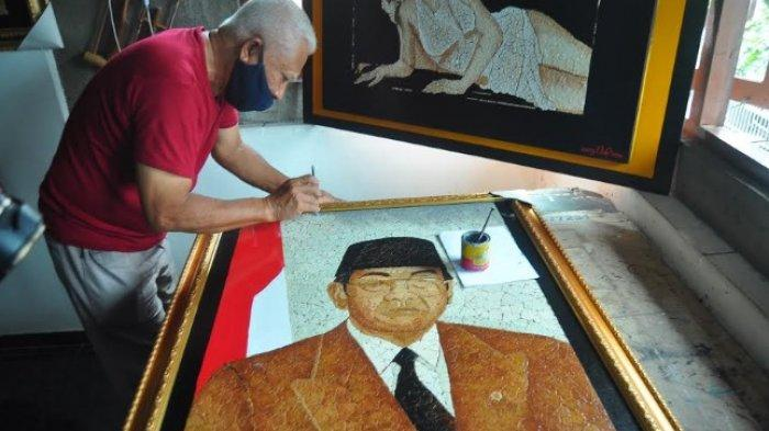 Seniman Bogor Lukis Tokoh Penting Dunia Hingga Jokowi Pakai Cangkang Telur, Koleksinya Sudah Puluhan