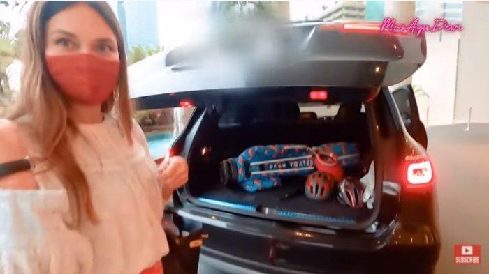 Mampu Beli Mobil Mercedes Benz Harga Rp 2 miliar, Luna Maya ke Ayu Dewi : Kurang Suami