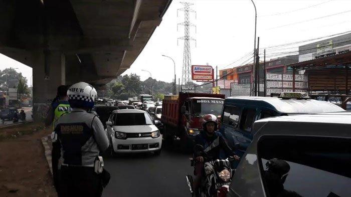 Kecelakaan di Jalan Sholeh Iskandar Bogor, Lalin Arah Simpang Tol BORR Macet