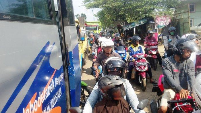 Imbas Buka Tutup di Proyek Tol BORR Bogor, Lalin Arah Parung Mengular Sampai Simpaing Lottemart
