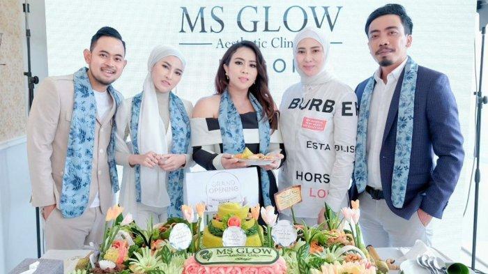 Maharani Kemala resmi membuka Klinik Kecantikan MS Glow Clinic, di Jalan Achmad Sobana, Bangbarung, Bogor Utara, Bogor, Senin, 6 September 2021.
