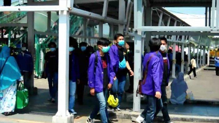 Ikut Demo Tolak UU Cipta Kerja, Ratusan Mahasiswa Universitas Pakuan Bogor Berangkat ke Jakarta