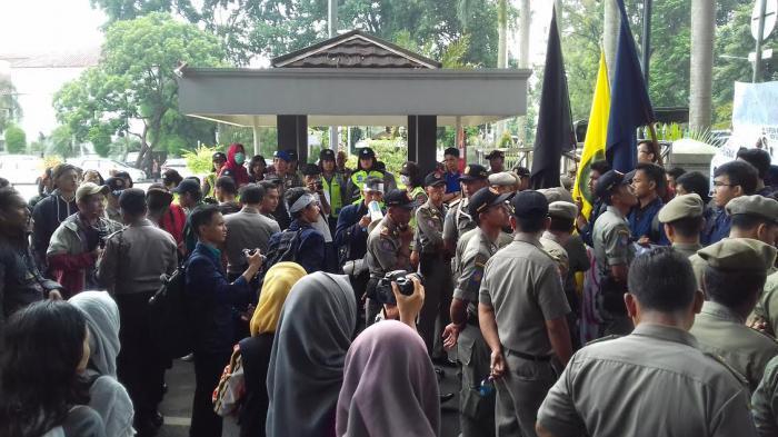 Mahasiswa Protes Kebijakan SSA dengan Unjuk Rasa di Depan Balai Kota Bogor