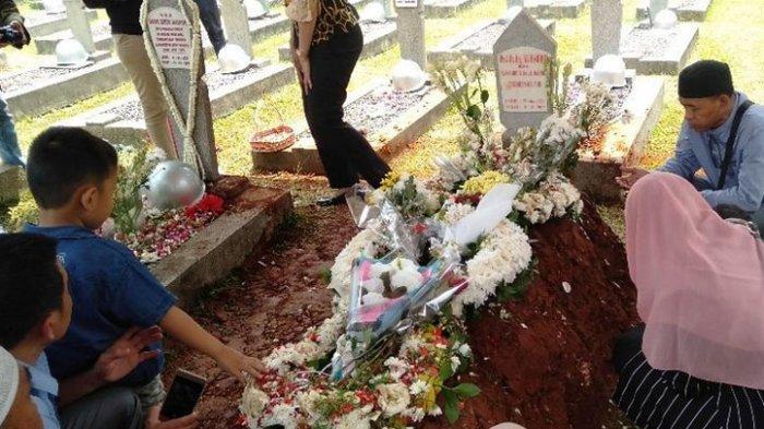 Sejak Jumat Pagi, Makam Habibie-Ainun Ramai Dikunjungi Peziarah