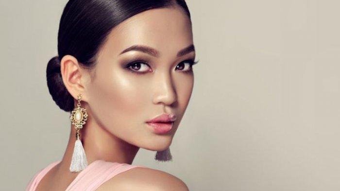 Ingin Makeup Acara Tahun Baru Lebih Awet? Lakukan 4 Trik Ini