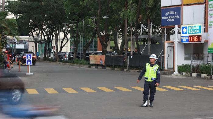Hari Pertama Uji Coba SSA, Mal Botani Square Sepi Pengujung
