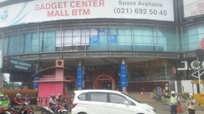 Masih Ditutup Spanduk Bekas dan Papan Paska Kebakaran di Lantai 1, Mall BTM Kembali Beroperasi