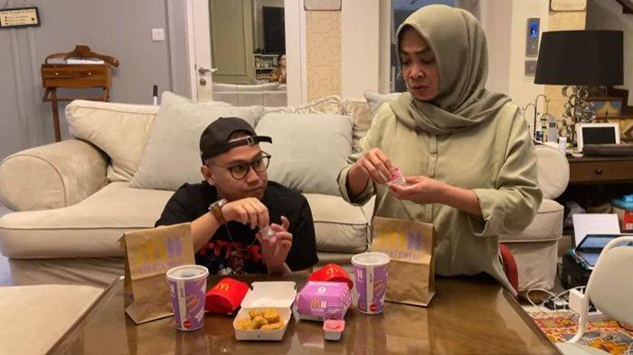Review Saos Cajun hingga Kemasan BTS Meal, Mama Rieta Suka Warna Gelasnya : Abis Ini Dicuci