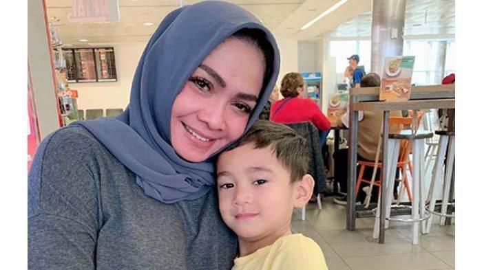 Rafathar Nangis Sambil Menjerit di Tengah Jalan Melbourne, Mama Rieta Sampai Geleng-geleng Kepala