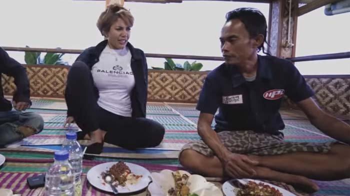 Diceramahi Ade Londok Odading soal Dosa Berzina, Nikita Mirzani Mendadak Protes : Kok Megang-megang