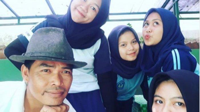 Aksi Mang Enjang Layani Pembeli Kue Cubit Hits Bogor Pakai 2 Bahasa, Jadi Langganan Siswi Cantik