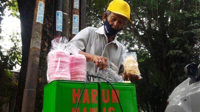 Curhat Mang Epen Kakek Penjual Arum Manis di Bogor, Tetap Jualan Meski Ditodong Orang
