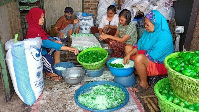 Jelang Lebaran 2021, Pembuat Manisan Pala di Dramaga Bogor Kebanjiran Pesanan