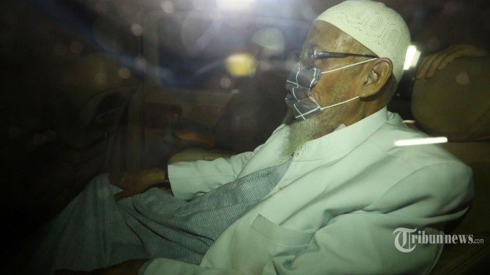 Bebas dari Lapas Gunung Sindur, Abu Bakar Baasyir Dijemput Pengacara dan Keluarga