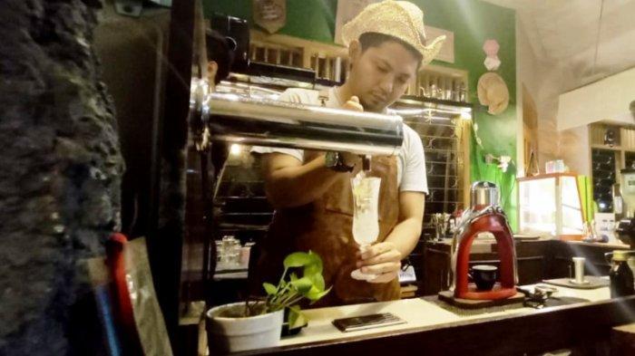 Nitro coffee menjadi menu andalan Manujaloka Coffee.