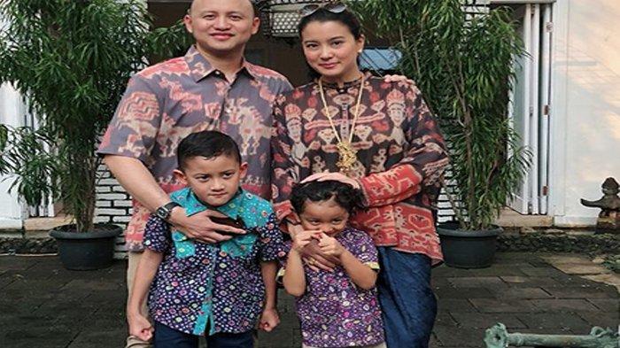 Marcella Zalianty dan keluarga