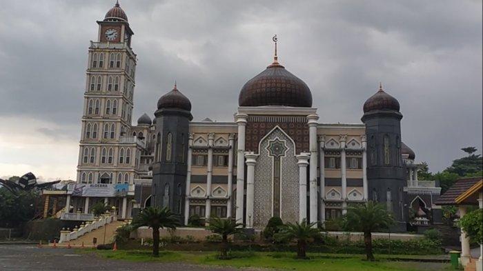 Menilik Kemegahan Masjid Agung Harakatul Jannah Puncak Bogor, Miliki Gaya Arsitektur yang Indah