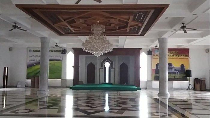 Masjid Agung Harakatul Jannah di kawasan Puncak Bogor.