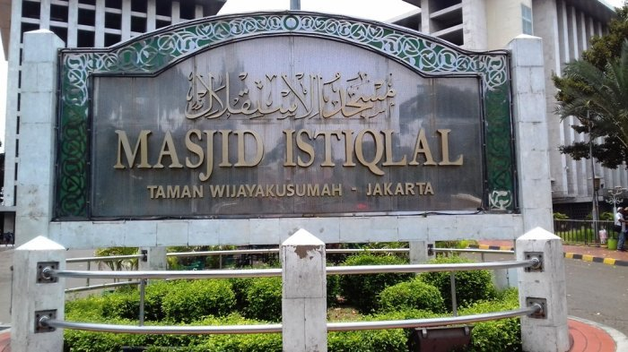 Masjid Istiqlal dan Masjid Sunda Kelapa Gelar Salat Gerhana Bulan Total Pada Dini Hari Nanti