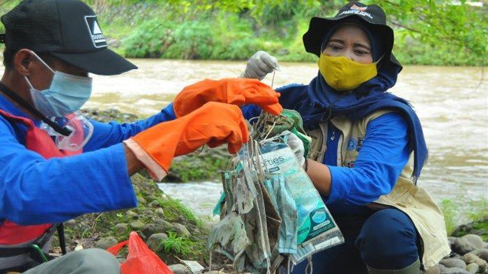 Masker Bekas Pakai Menumpuk di Kali Ciliwung, Dinkes Kota Bogor: Bahaya !