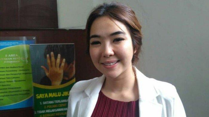 Penyanyi Gisella Anastasia menghadiri sidang perceraian dirinya dengan Gading Marten di Pengadilan Negeri Jakarta Selatan, Ampera, Cilandak, Rabu (12/12/2018).(KOMPAS.com/ANDIKA ADITIA)