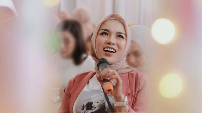 Rawat Inap, Medina Zein Akui Bakal Fokus Obati Penyakit Bipolar yang Diidapnya