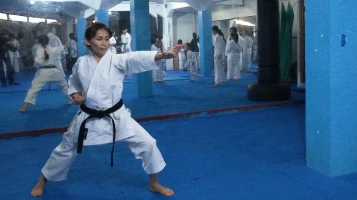 Kisah Meena Asadi Asal Afganistan, Latih Imigran di Puncak Bogor Bela Diri Karate