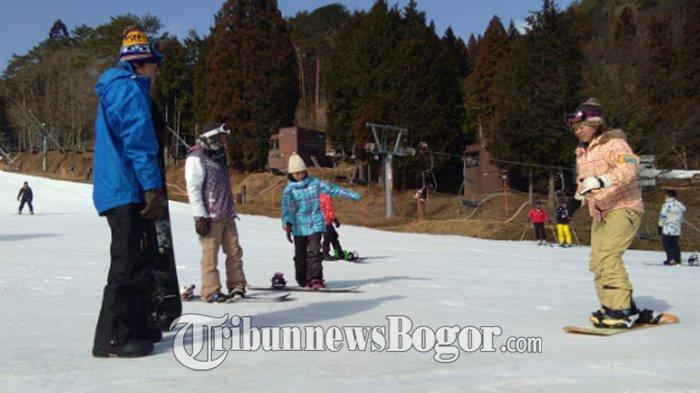 Jatuh Bangun Menjajal Hamparan Salju di Megahira Ski Resort Hiroshima