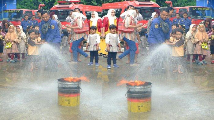 Puluhan Anak Komunitas Happy Family Belajar Jadi Petugas Damkar
