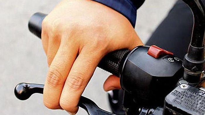 Jangan Naik Sepeda Motor sambil Merokok, Ini Bahayanya