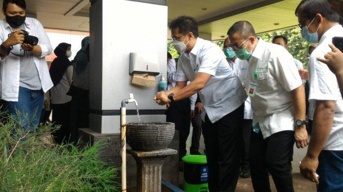 Menteri kesehatan Budi Gunadi Sadikin mendatangi Rumah sakit Jiwa dr.H. Marzoeki Mahdi di Jalan dr Sumeru, Kota Bogor, Selasa (1/5/2021).