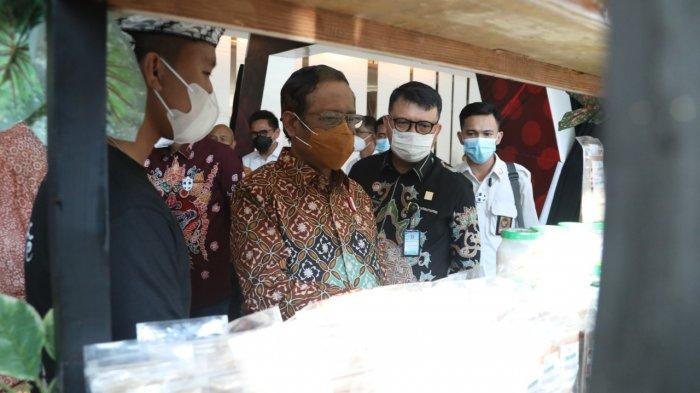 Datang ke Lapas Gunungsindur Bogor, Mahfud MD Lihat Produk Buatan Warga Binaan