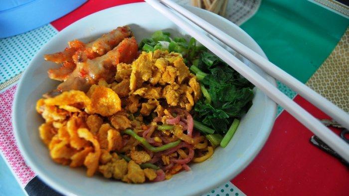 Mie Ayam Warna Warni di Bogor, Banyak Topingnya dan Bisa Pesan Online