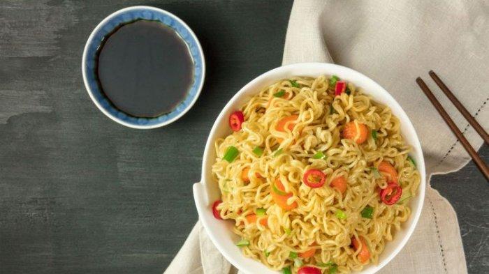 Makan Mie Instan Pakai Nasi Ternyata Berbahaya Untuk Kesehatan, Ini Kata Ahli