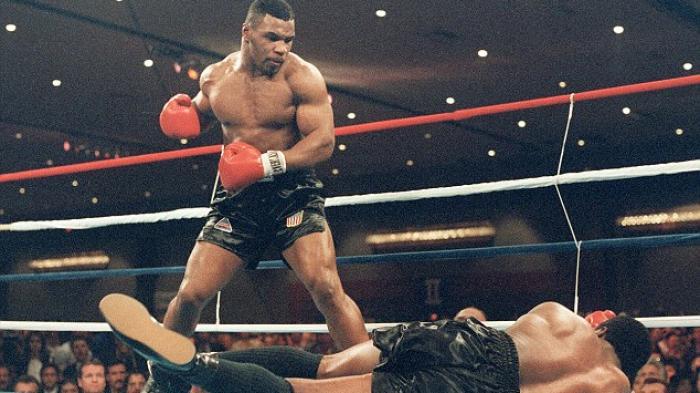 Mike Tyson Tak Sabar Ingin Bertarung Dengan Lennox Lewis di Atas Ring