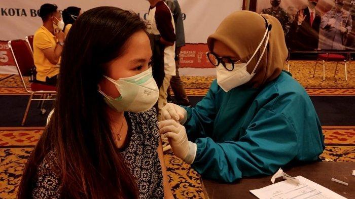 Demi Dapat Vaksin, Milenial di Kota Bogor Rela Antre di Parkiran Basemant