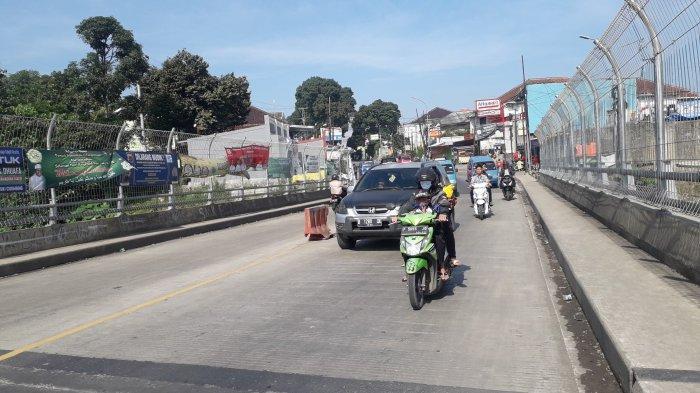 Lalu Lintas di Jalan Raya Ciawi-Sukabumi kawasan Cigombong Saat Ini Ramai Lancar, Cuaca Cerah