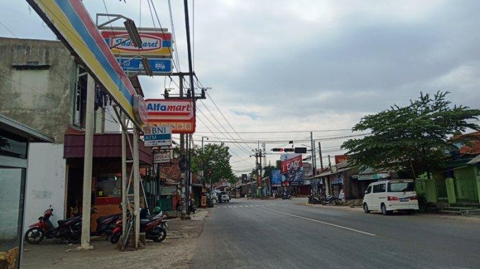 Berdiri Diantara 2 Minimarket yang Berdekatan, Pedagang Warung Kecil di Bogor Ini Cuma Bisa Pasrah