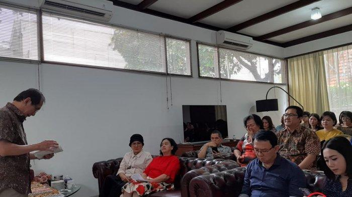 POPULER - Ini Foto BTP Kumpul Bareng Keluarga Usai Bebas, Wanita Mirip Bripda Puput di Samping Ahok